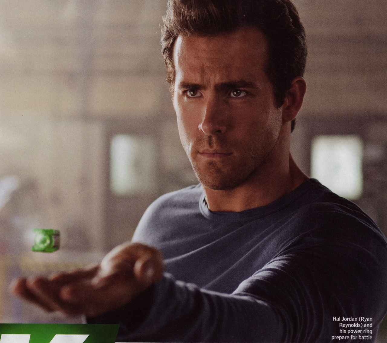 Ryan Reynolds Fakes on First Picture Of Ryan Reynolds As The Green Lantern From Entertainment